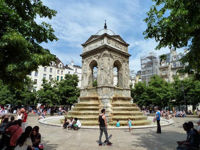 無罪者噴泉 Fontaine des Innocents