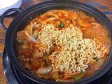 能与大伙分享的泡菜汤:江南站肥猪(통돼지)泡菜汤锅