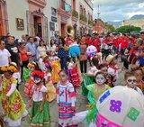 墨西哥亡靈節 - 歡樂的夜總會墓仔埔也敢去